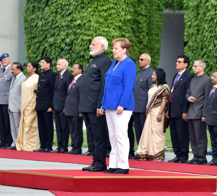 PM @narendramodi accorded ceremonial welcome at German Chancellery.