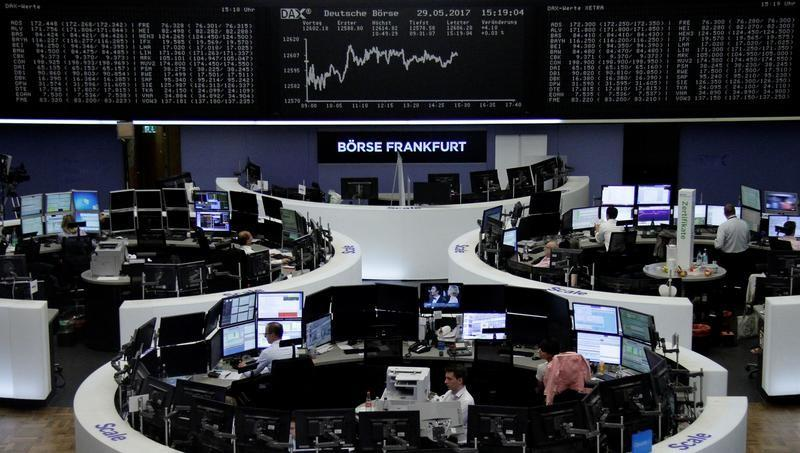 Greece, Italy tensions hit euro, Asian stocks, lift yen, gold