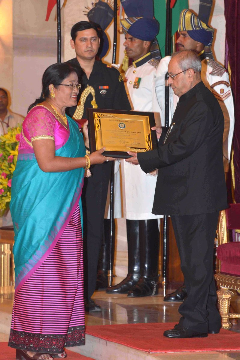 #PresidentMukherjee presented the Hindi Sevi Samman Awards for the year 2015 today at Rashtrapati Bhavan