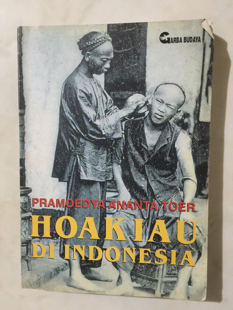 RT @WarungsejarahRI: Buku Langka> Hoakiau Di Indonesia. Karya Pramoedya Ananta Toer. Tahun 1998. 299 hlm. Minat? https://t.co/z24kzluCjr