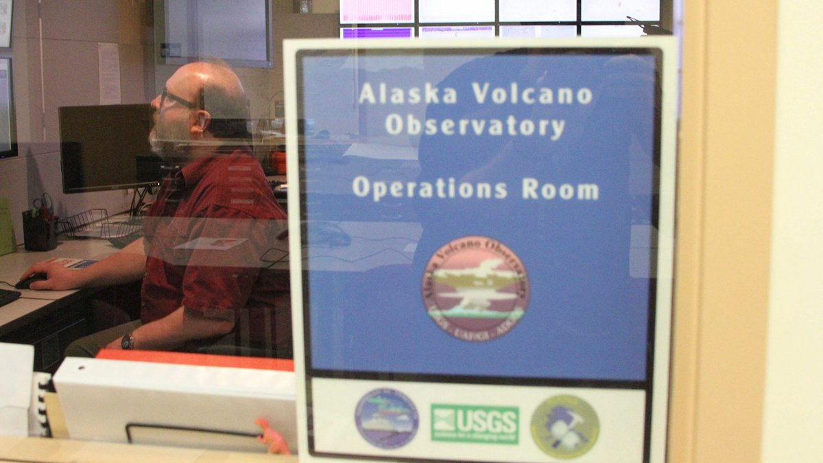 Alaska volcano erupts again; aviation alert raised to red