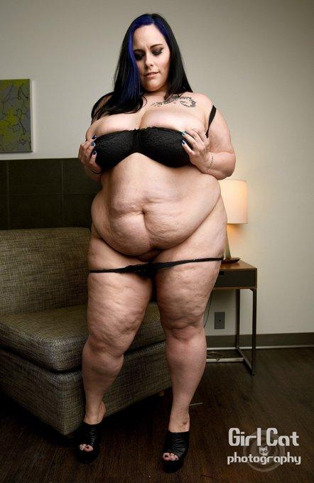 Simple yet sexy  #bbw #plumper #chubby #bigtits #thunderthighs  #tease  Thank u @GirlCatphoto https://t