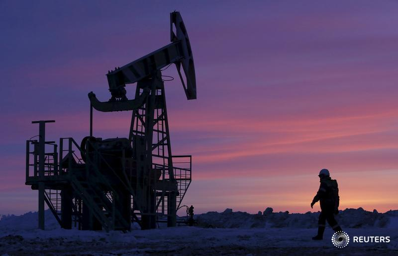 Oil falls on potential undermining of OPEC-led deal
