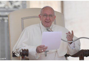 Pope at Audience: Hope pushes us onward