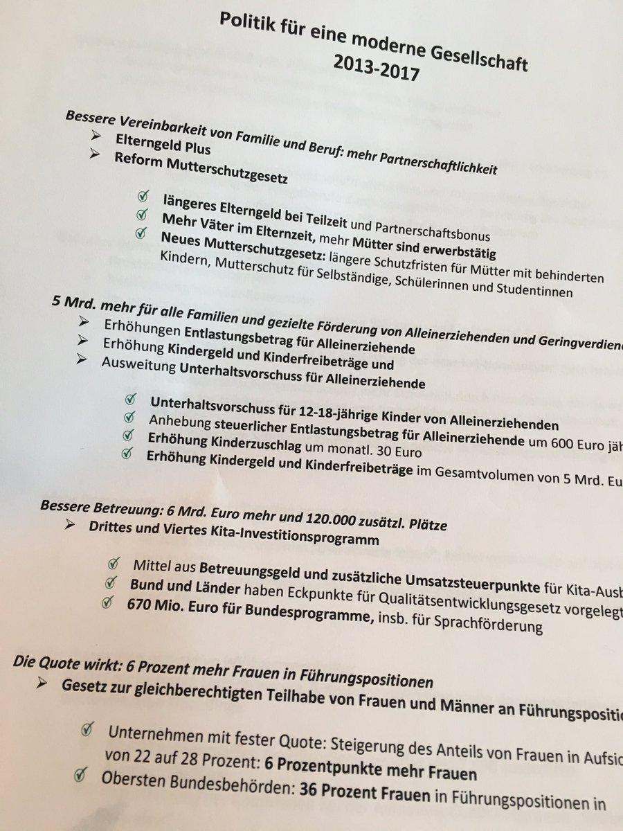 Lauter grüne Erledigt-Haken. Manuela #Schwesig ist zufrieden mit ihrer Bilanz als #Familienministerin @BMFSFJ https://t.co/GecxhyDshu