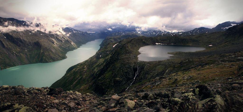 Spectacular view looking down on Norway... https://t.co/BcdSXjdhDw https://t.co/8l6ZLfY3vu