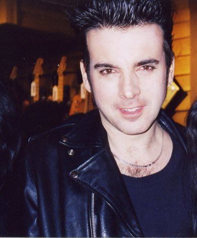 Happy Birthday, Simon Gallup! May all your dreams come true. Best wishes. X