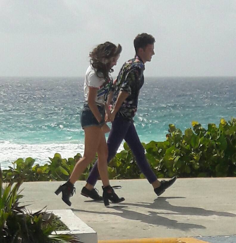 Karol con Ruggero grabando en Cancún ��☀️  {@karolsevilla @_ruggero} https://t.co/WiiQvdn8UE