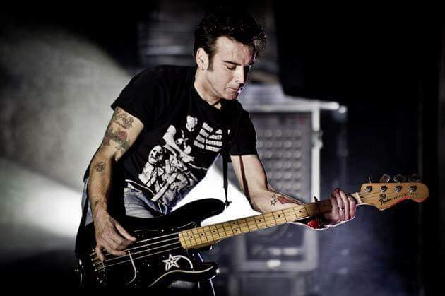 Happy birthday to legendary bassist Simon Gallup.