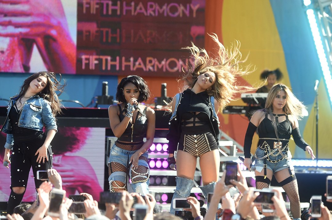 .@FifthHarmony premiered 'Down' on #GMA, and fans loved it. https://t.co/vgO3i2mHPm https://t.co/j8MmOobqDH