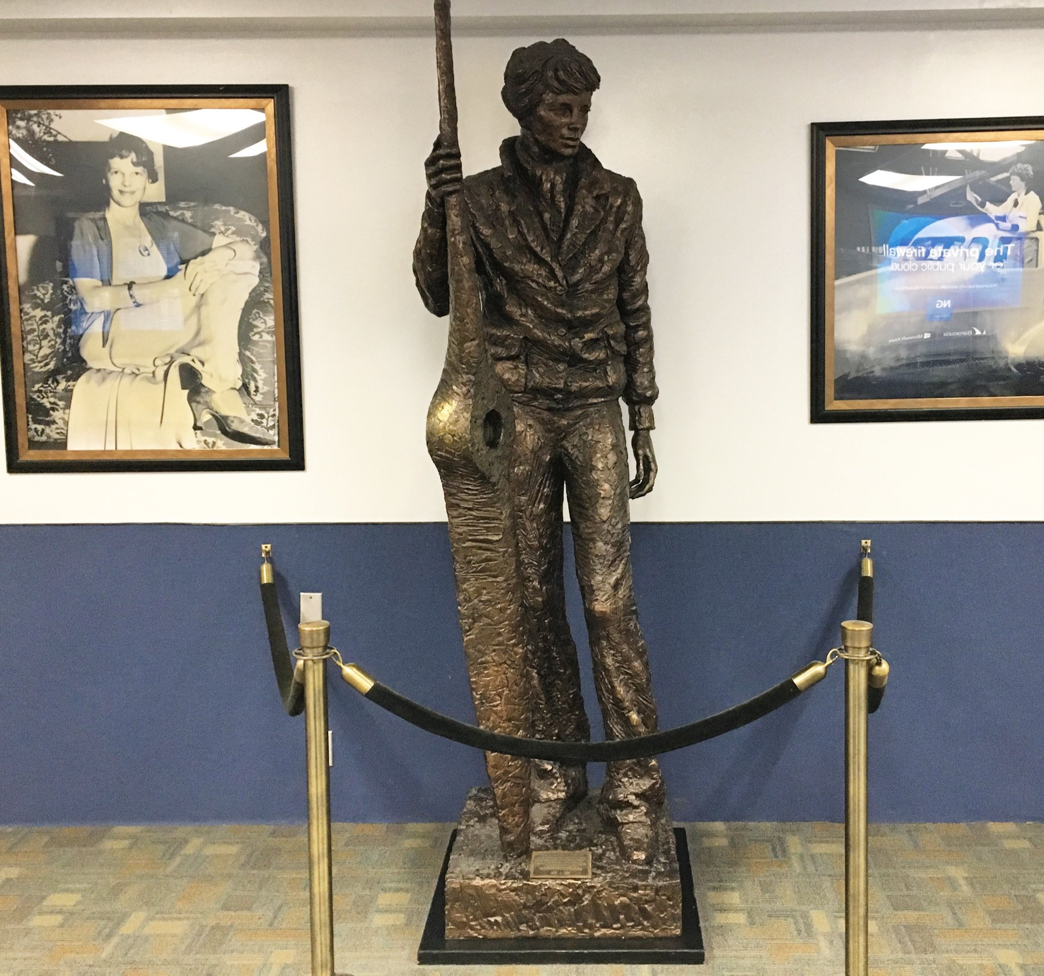 Thanks, Burbank Airport!!! This tribute to Amelia Earhart sure gives me a warm fuzzy feeling before take off!!! �� https://t.co/gNG6dsylXh