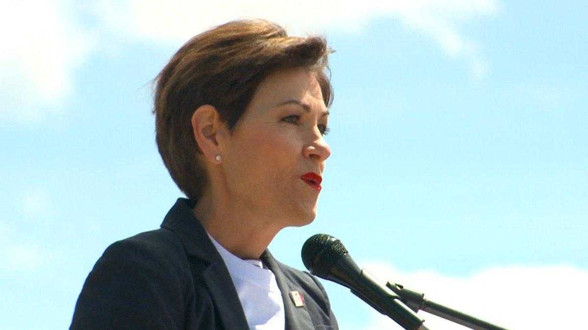 New governor toured Iowa on casino tycoon's jet