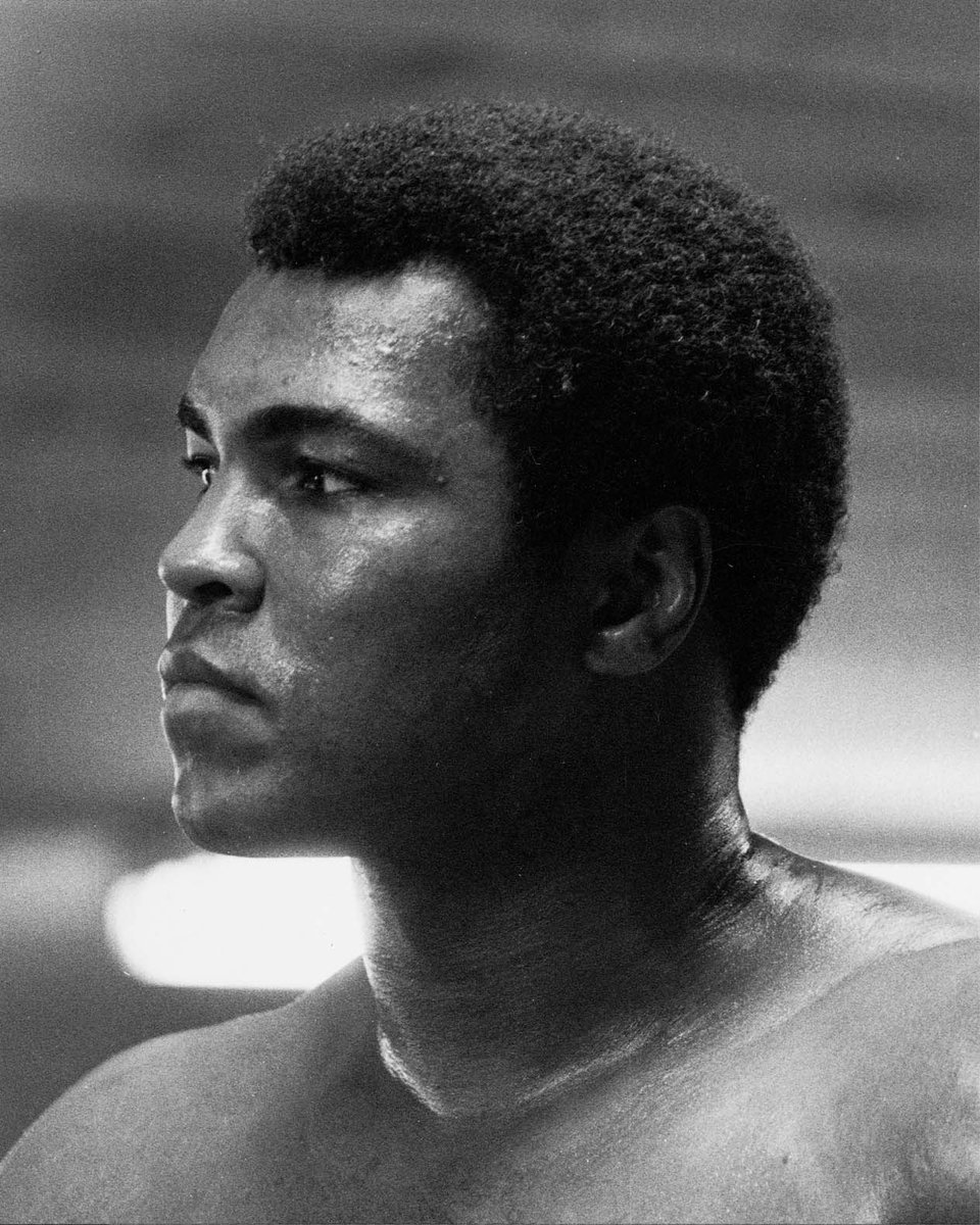 RT @AliCenter: Remembering our Champion, today and every day. We miss you!  #RememberAli   Photo Credit: Jeff Julian https://t.co/PFw2gxKLwQ