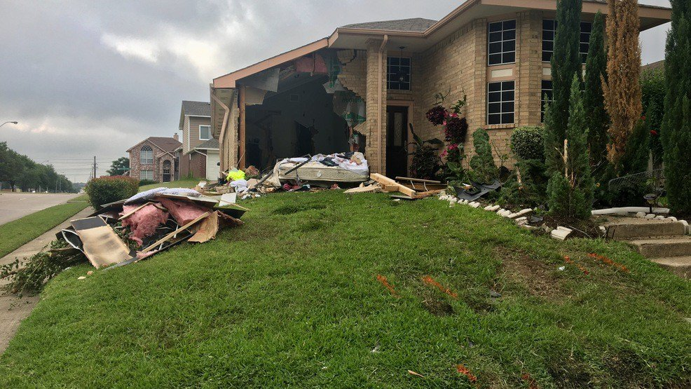 Teen alleged drunk driver crashes into house, killing 1 in Dallas suburb