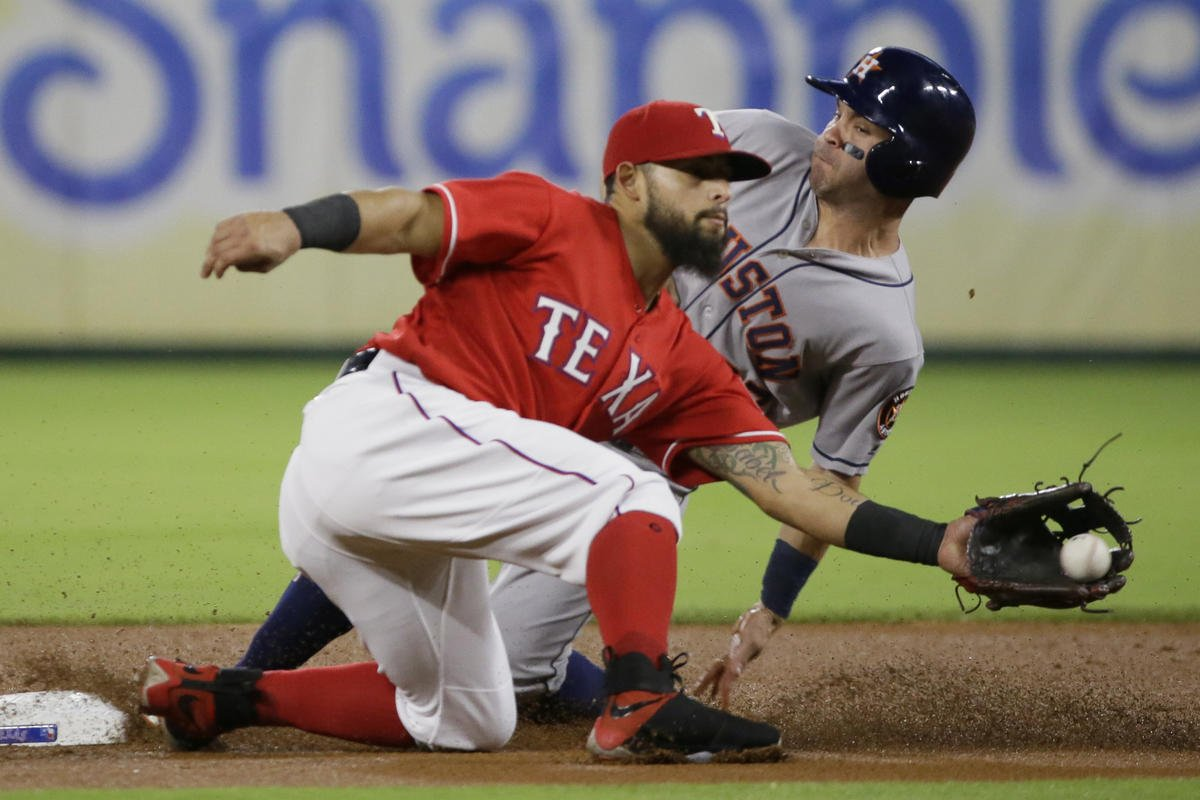 Keuchel goes to 9-0, Astros top Rangers 7-1 for 8th straight
