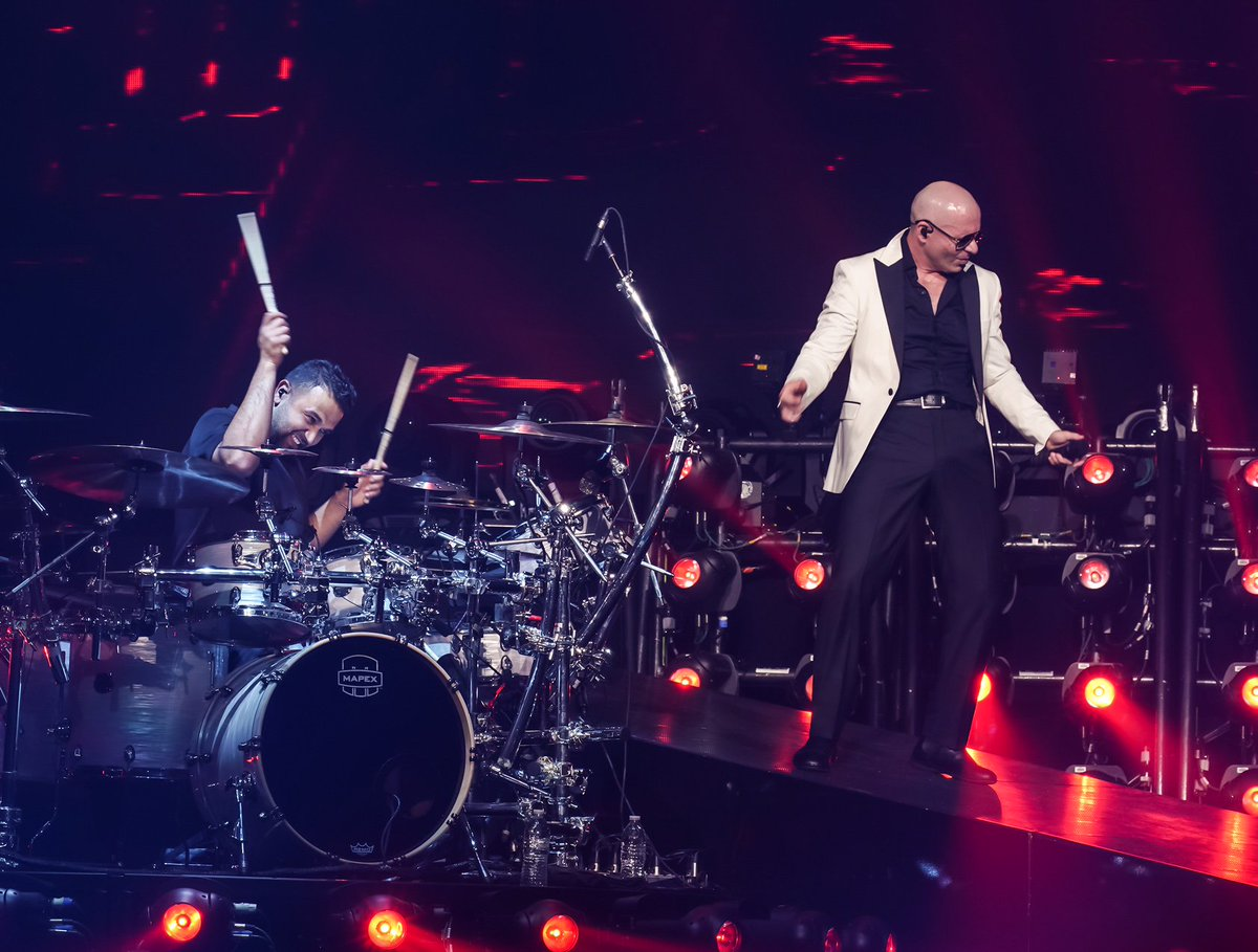 Los Angeles! Tonight we will rock the  @STAPLESCenter #EnriquePitbullTour https://t.co/8TWRipEvE4