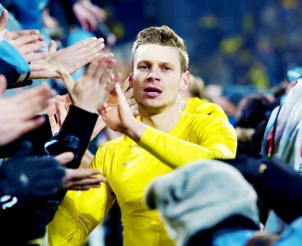 19:09  Happy birthday to my man, my Polish man  Lukasz Piszczek and to Mario Götze