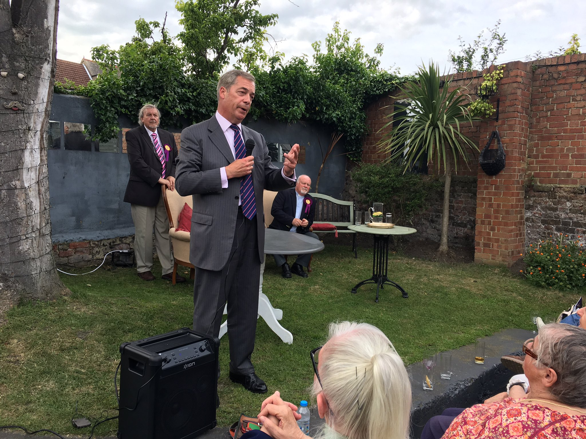 Proud to support the Reverend Stuart Piper, UKIP's candidate in South Thanet. Onwards to victory! https://t.co/CmJWDguYVO