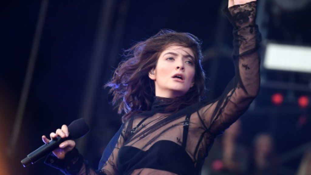 Lorde returns to find 'Perfect Places' at New York festival