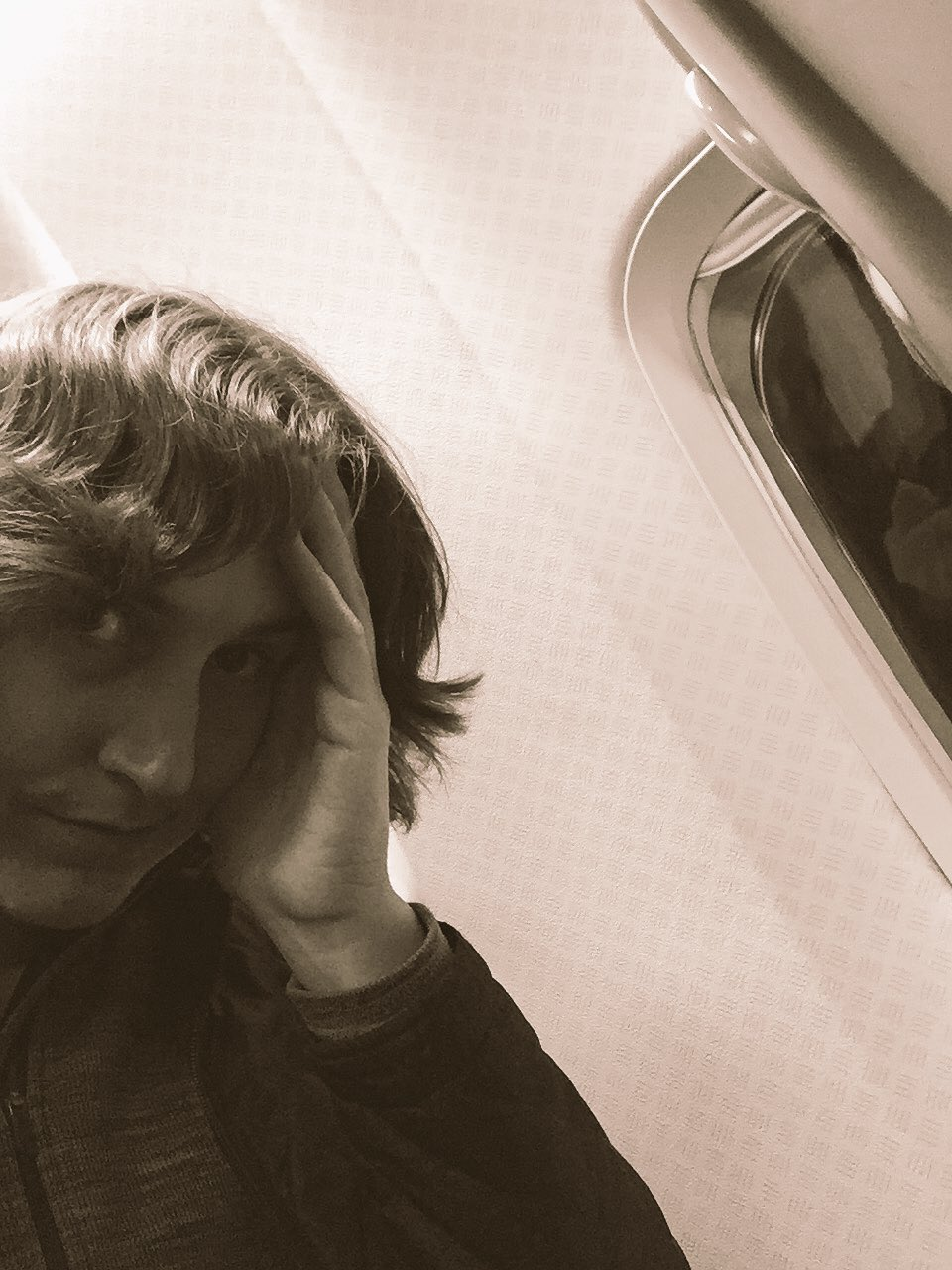 I'm on an airplane again. SYD ✈️ MEL https://t.co/zz0HqZRmcK