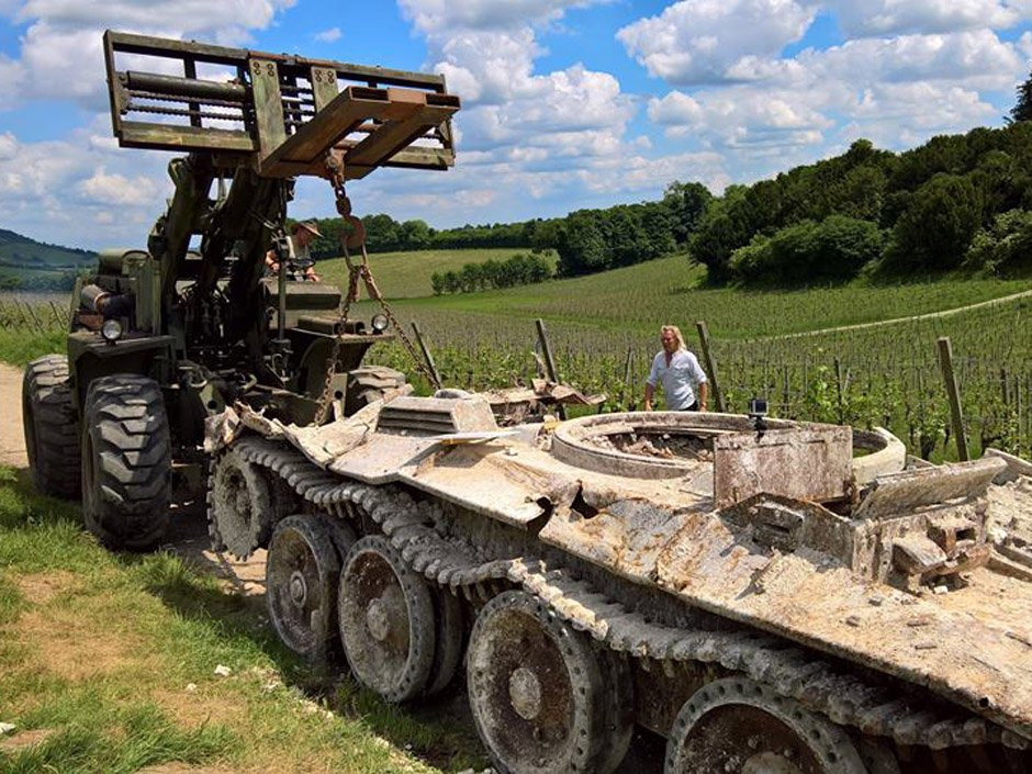 Experts dig up Covenanter tank in English vineyard, a rare piece of Canada's D-Day history