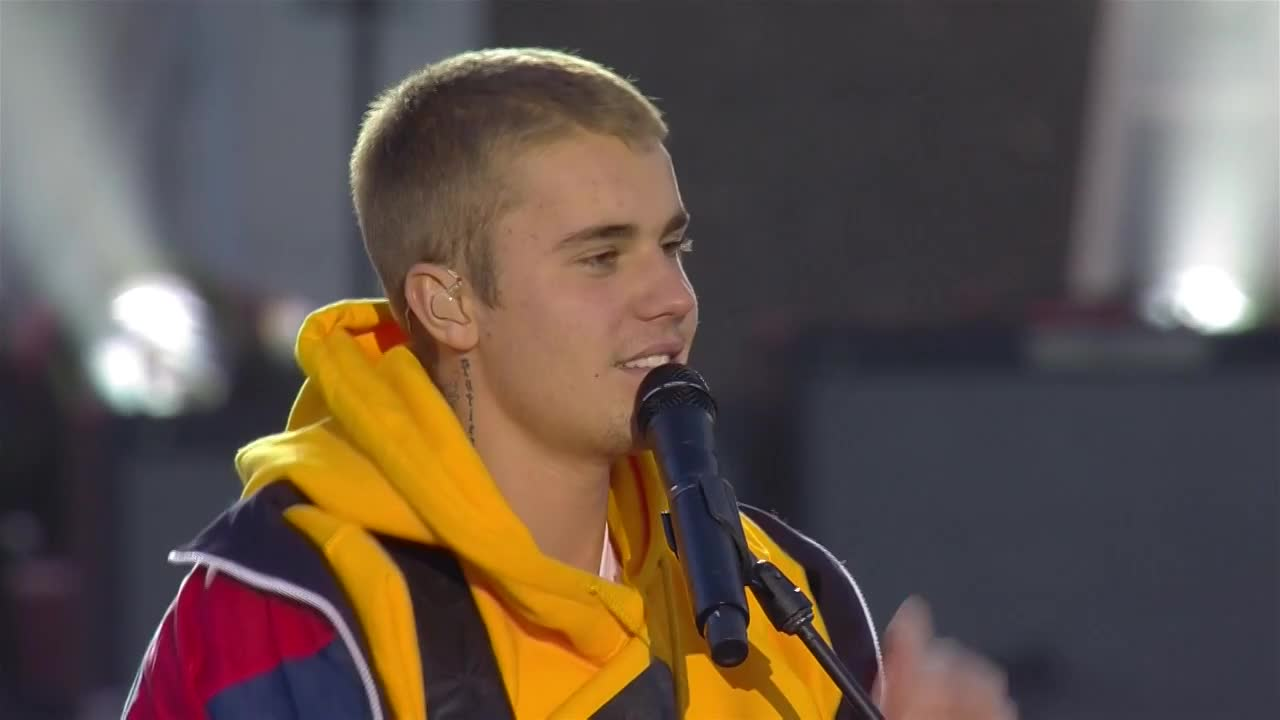 Wow. @justinbieber's message to the people of Manchester & the world ��  #OneLoveManchester https://t.co/tyx4sbuzwR https://t.co/VhS1Xvdlyp