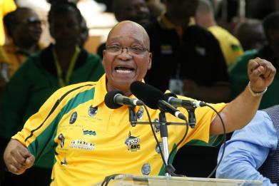 South Africa's Jacob Zuma has denied claims that he owns a $25m palace in Dubai