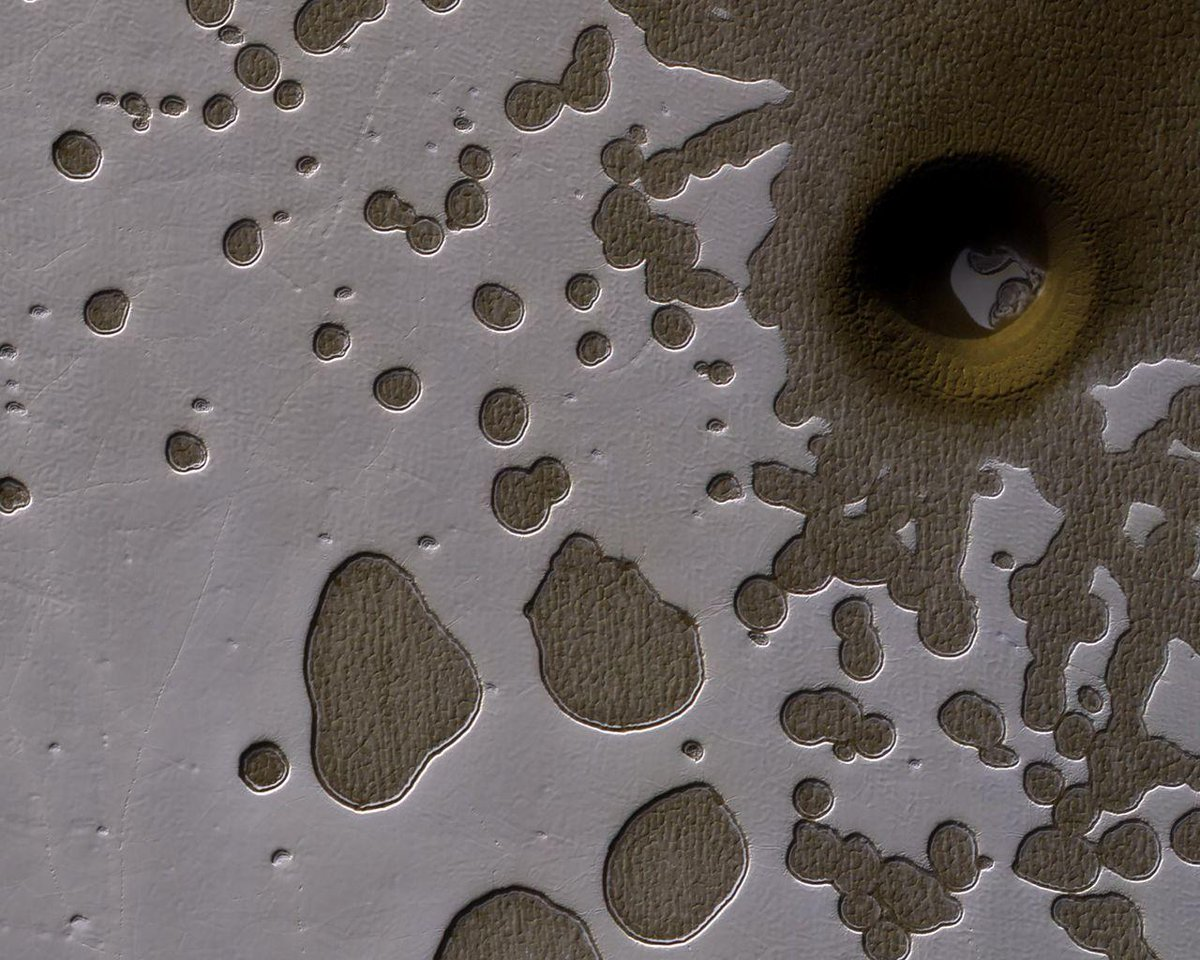A giant hole on Mars has NASA scientists confused