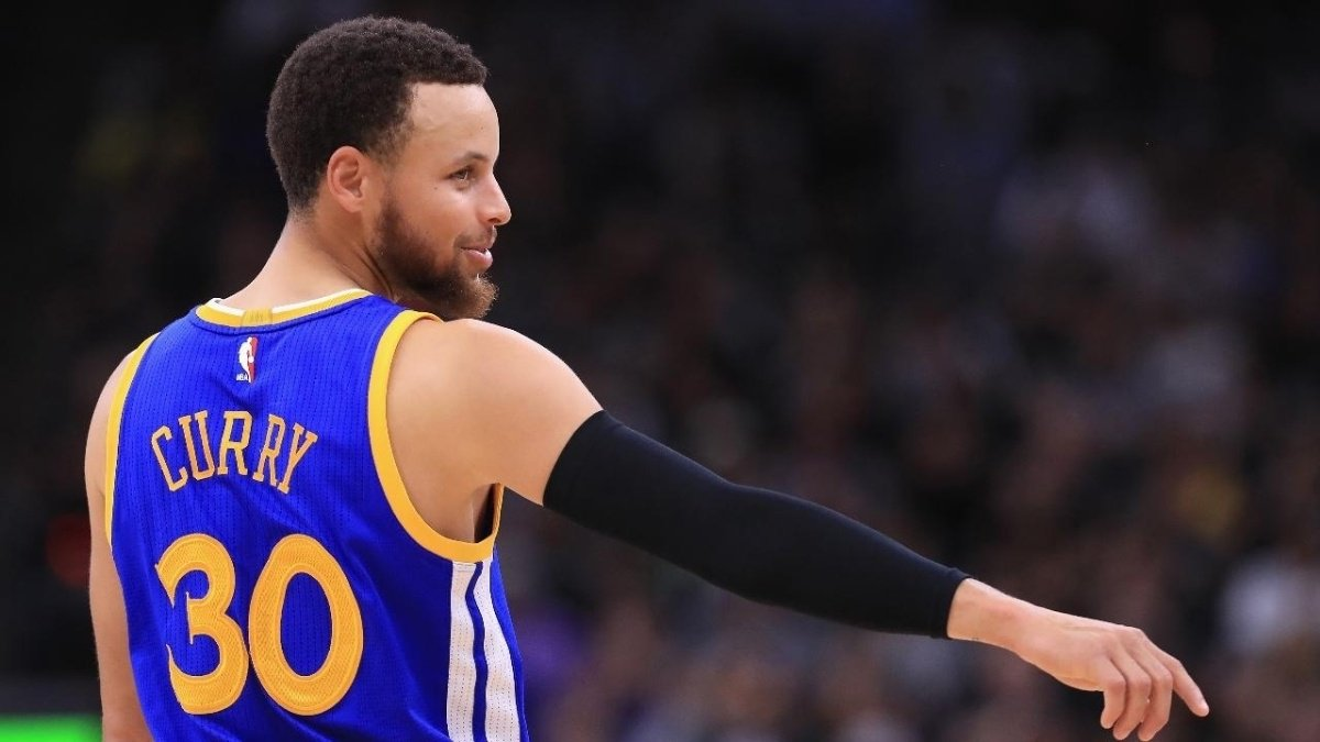 Steph Curry took a 'nap' during Game 2 and the Internet freaked out