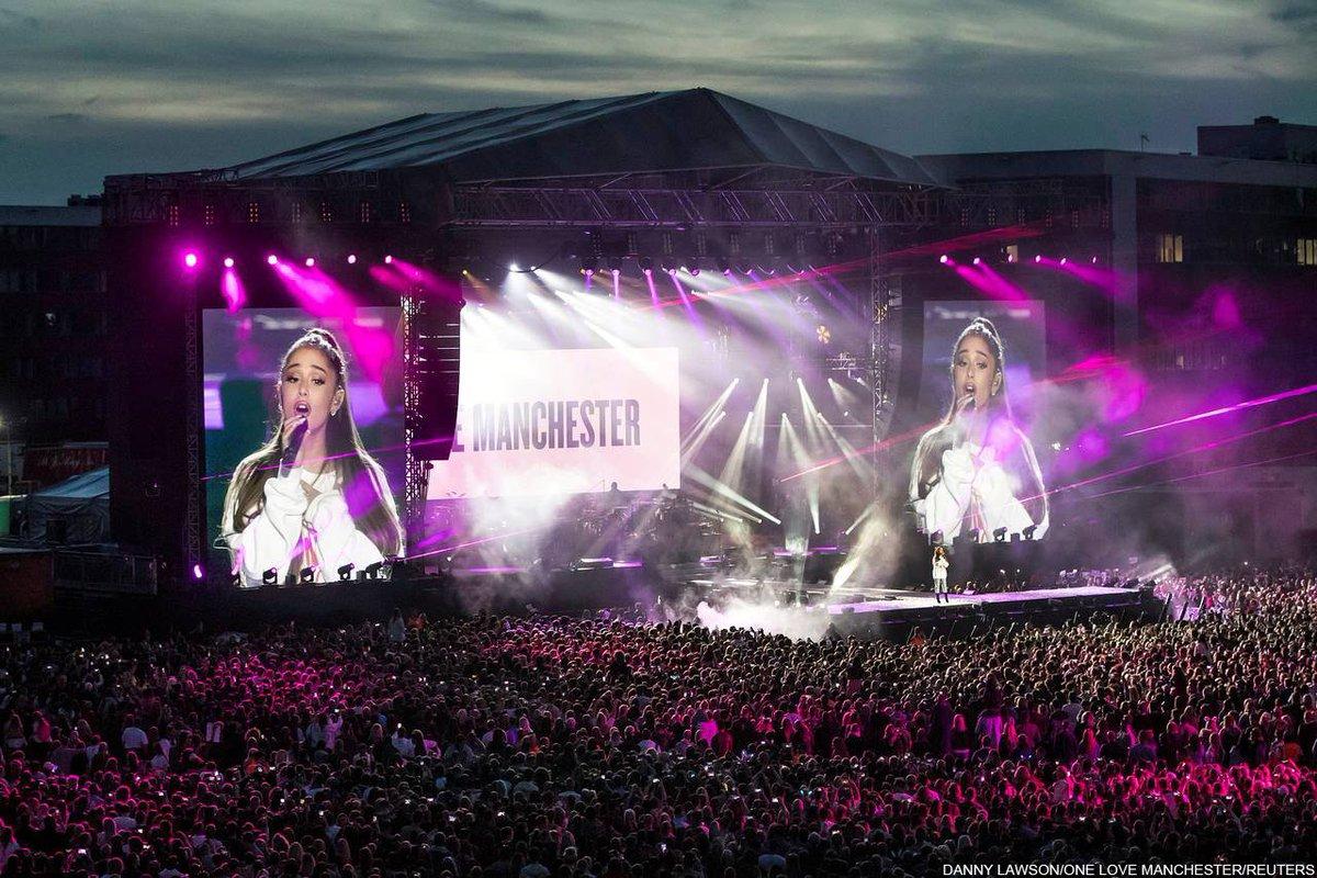 英テロ追悼公演で歌うアリアナ・グランデ【#写真】 #アリアナ #ArianaGrande #マンチェスター #テロ