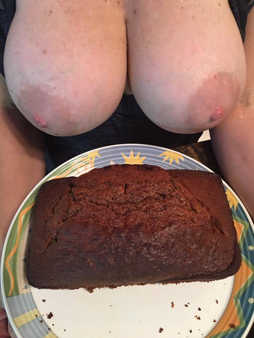 RT if you'd like some of my #carrotcake!! 👩‍🍳🥧rt!  https://t.co/4Uvx4JJc5B #TittyTuesday https://t.c