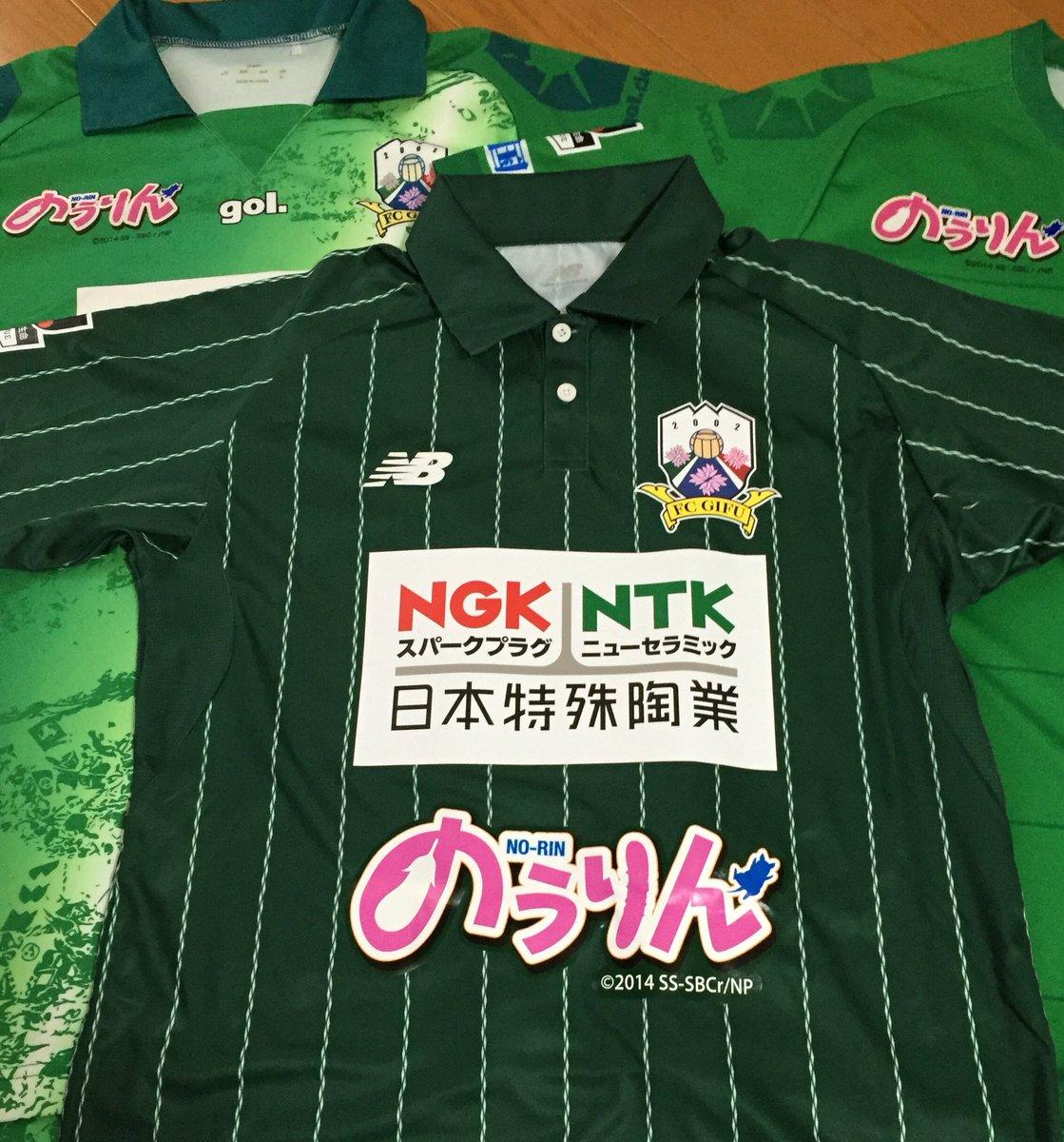 FC岐阜×のうりんコラボユニフォームは今年で三年目となりますが、これまでと比べて明らかにロゴがでかい!!タオマフや缶バッ