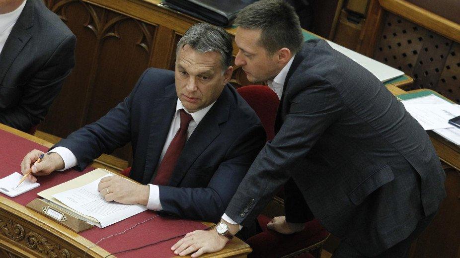 Kiderült, hogy mennyit adózik Orbán és Rogán