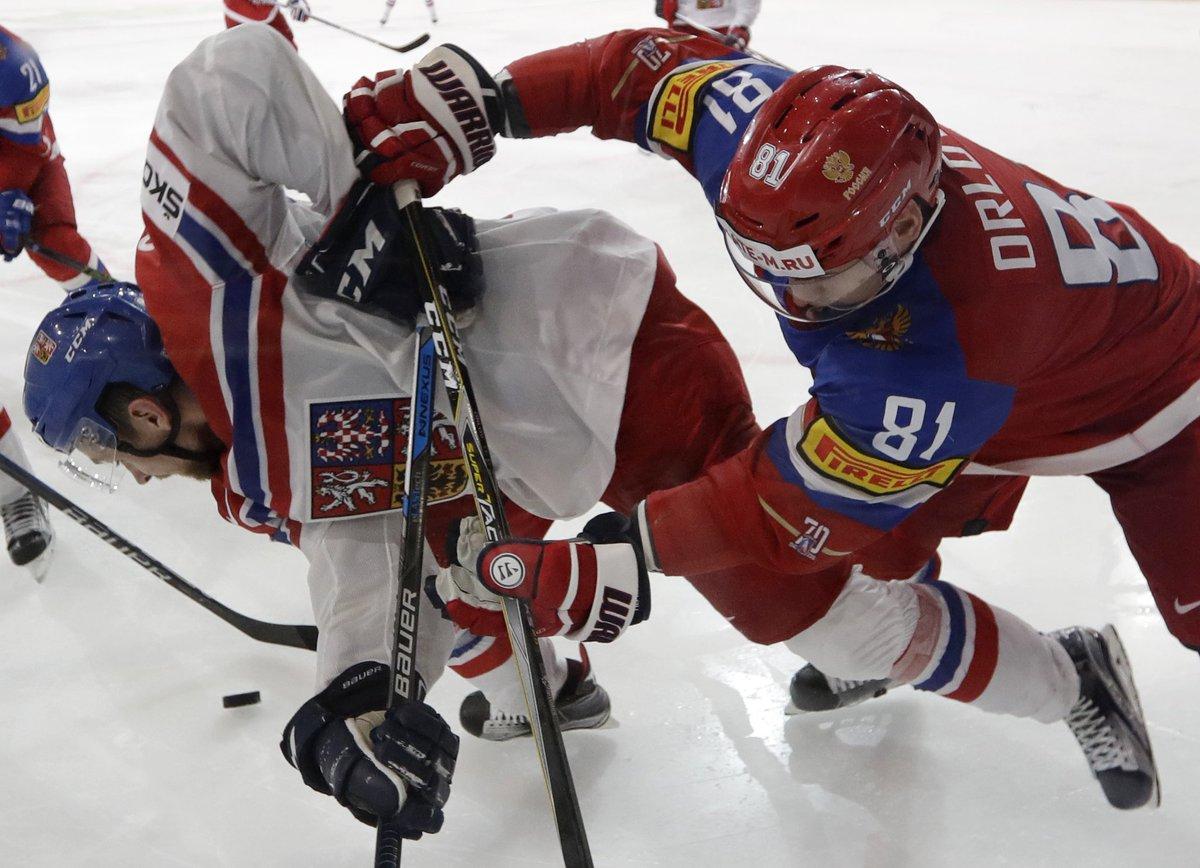 Blackhawks sign Jan Rutta; also said to add Ulf Samuelsson to coaching staff