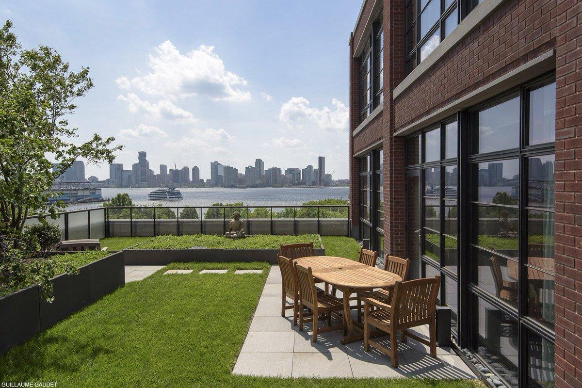 ジョン・ボン・ジョヴィが所有するNYのアパート【#写真】 現在1725万ドル(約18億9000万円)で売り出し中