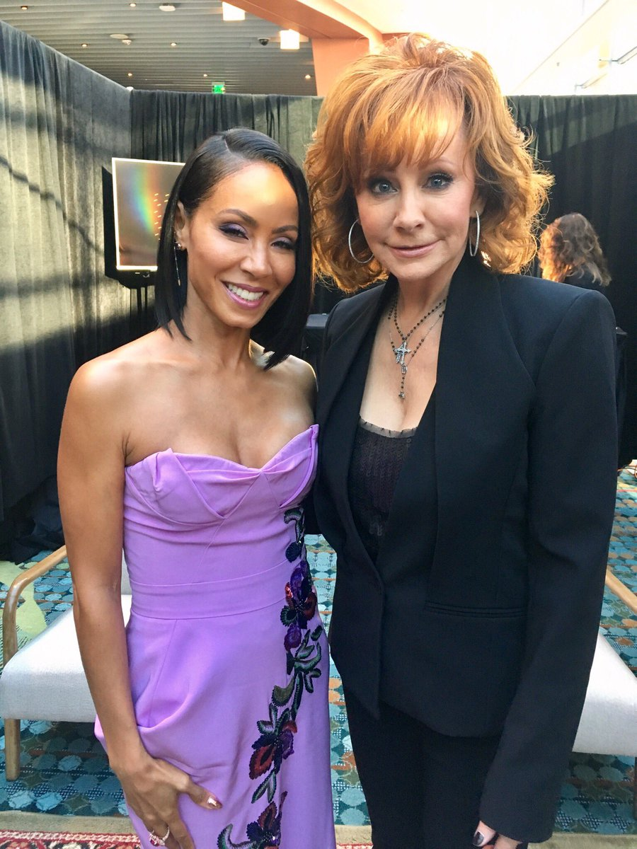 Me with a legend... @Reba!   #CMTawards https://t.co/4kUguxOWpw