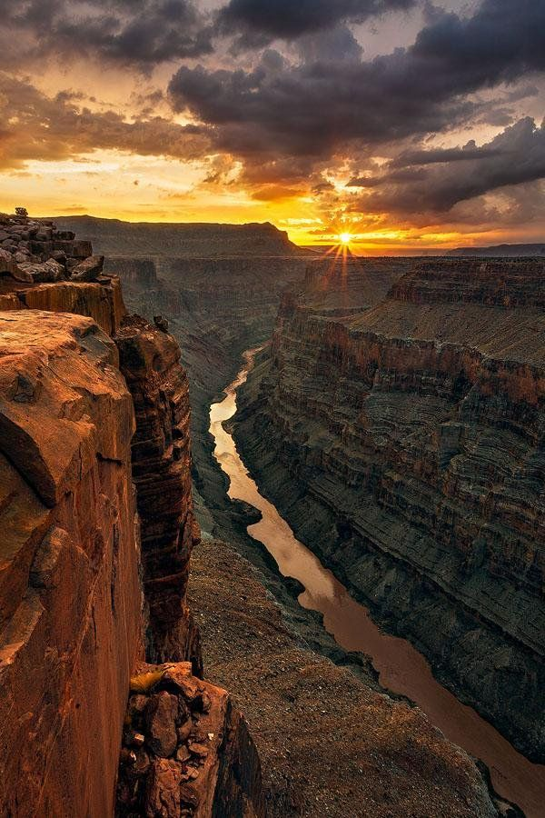 Sunrise at the Grand Canyon https://t.co/WslcwaMz9v