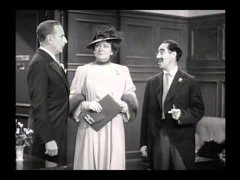 What experience have you had at a department store? #Groucho:I was a shoplifter for 3yrs #BigStore 1941#MarxBrothers https://t.co/2WjPtUKjMw