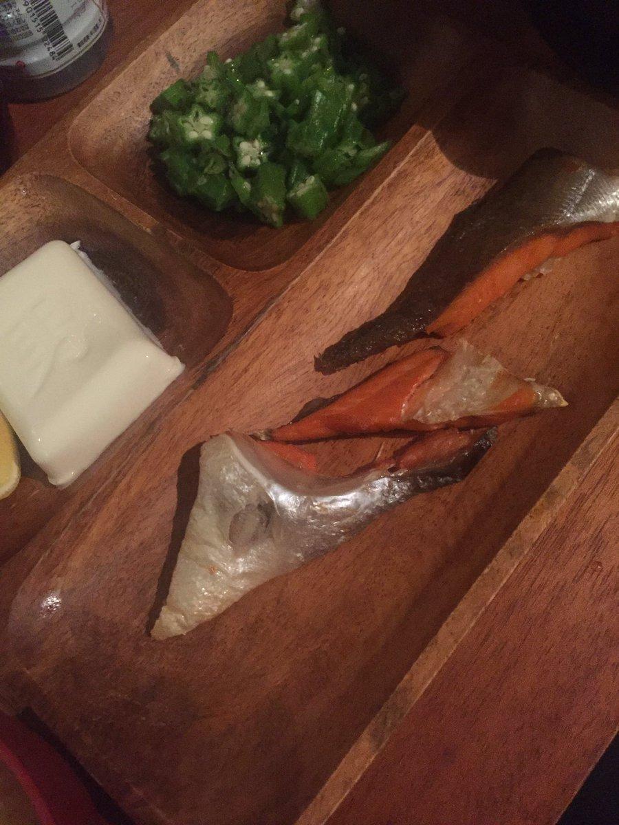 鮭の皮には日本酒ってワカコ酒で言うてたな!確かにうまい!