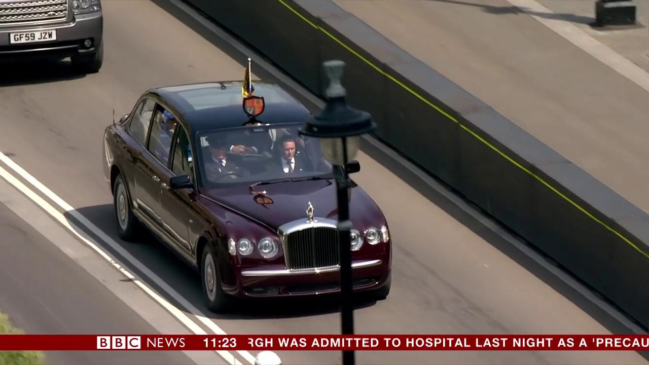 The Queen and Prince Charles arrive for the State Opening of Parliament #QueensSpeech     https://t.co/GdohSJQZW0 https://t.co/S31Iy0MipP