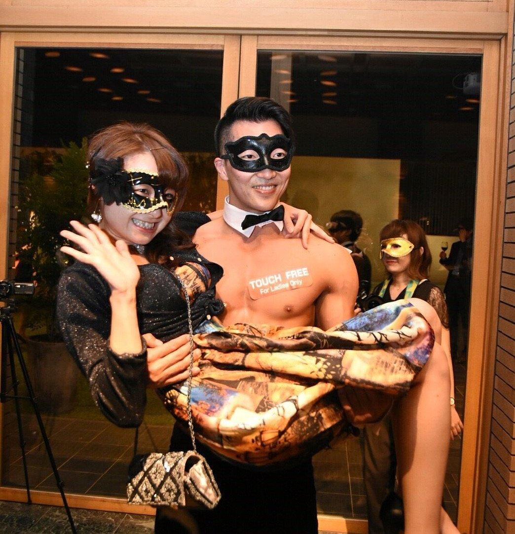 【7・8月 #マッスルカフェ 公演情報】マッスルショーテーマは「騎士」!「お姫様抱っこ」「筋肉メリーゴーランド」も!#コ