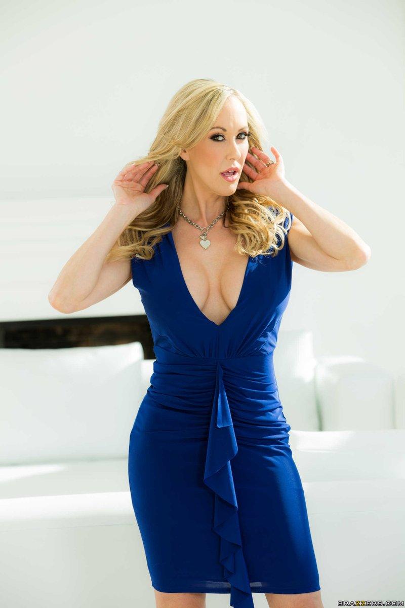 2 pic. Solid Colors or Print Dresses? #BrandiPics ry79c1tUMM