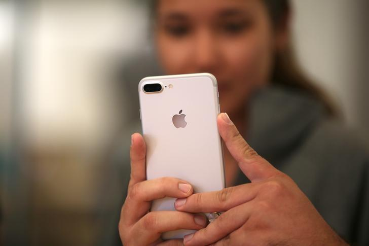 Apple adds Virgin to U.S. carrier lineup as Virgin ditches Android