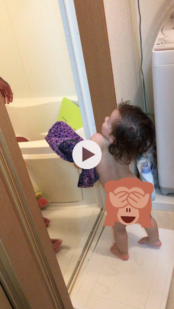 いつもだだと一緒にお風呂入って、自分は先に上がってだだにタオルを渡してあげるせなさん☺️動画可愛いねんけどちょっと写って
