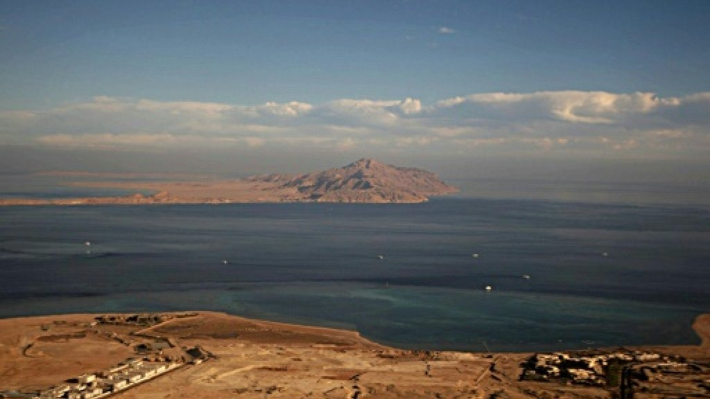 Egypt top court suspends all rulings on islands transfer