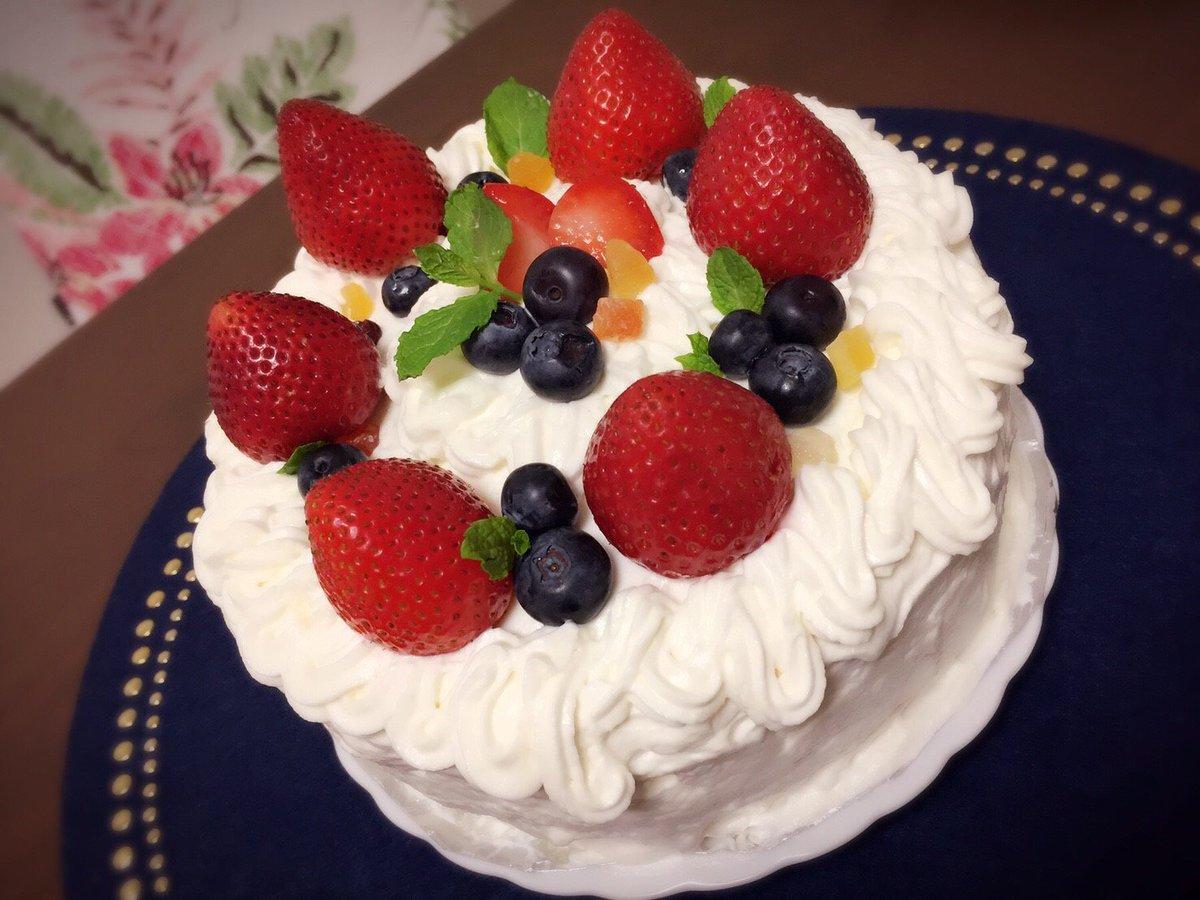 いろはちゃんと一緒に作った、律誕祝いのケーキ。飾り付けはいろはちゃん。素敵すぎて泣いた。#モブサイコ100