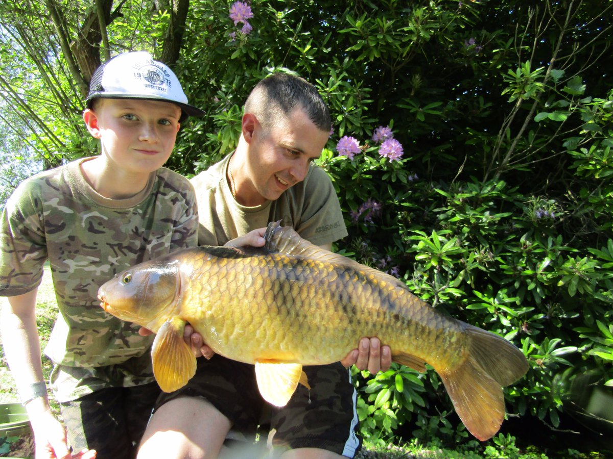 Got out for the morning last weekend, still managed a couple of <b>Bites</b> in this heat 👊 #carp
