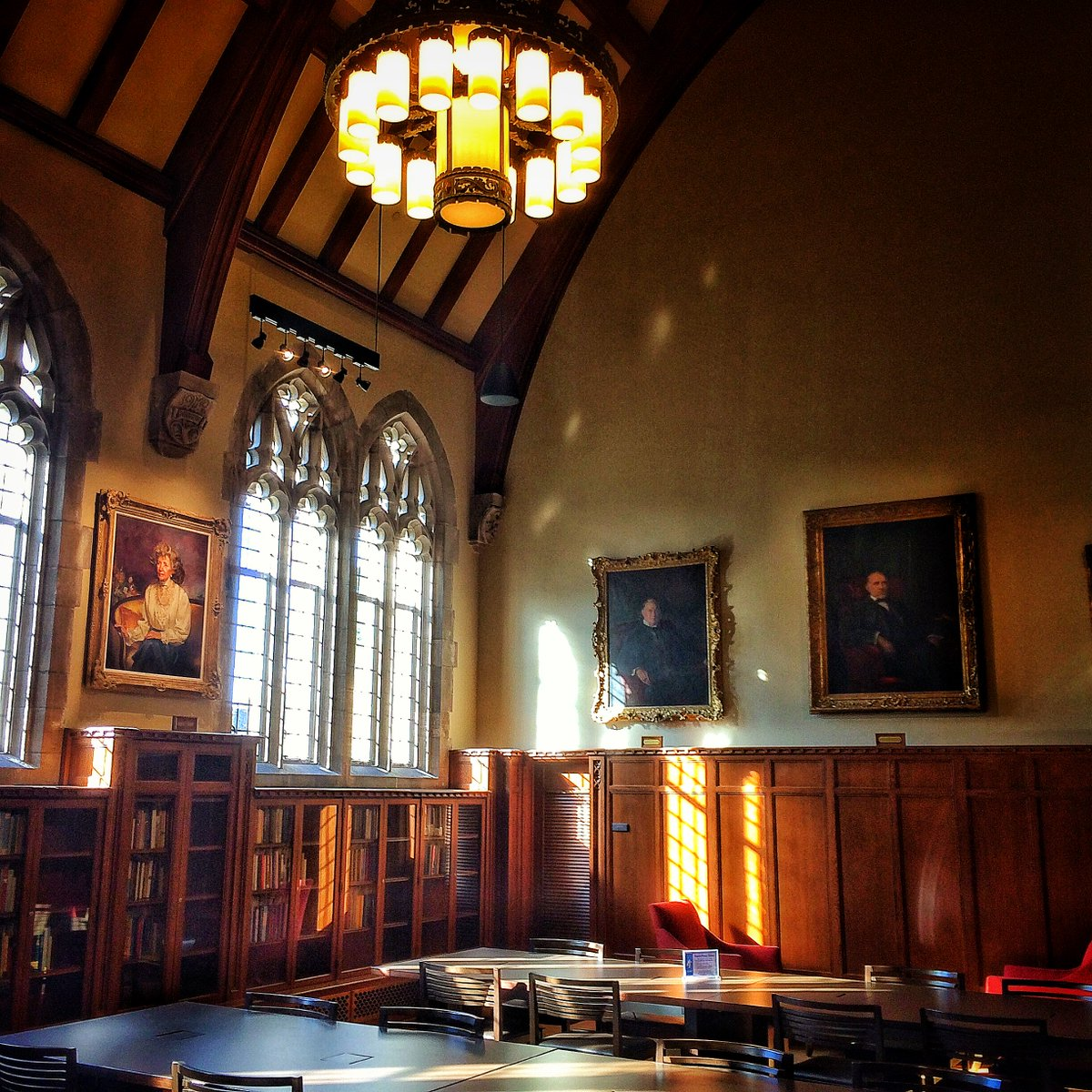 RT @WorkingatDuke: There are many enchanting spots at @DukeU, but the Gothic Reading Room in @rubensteinlib is hard to top. https://t.co/vy…