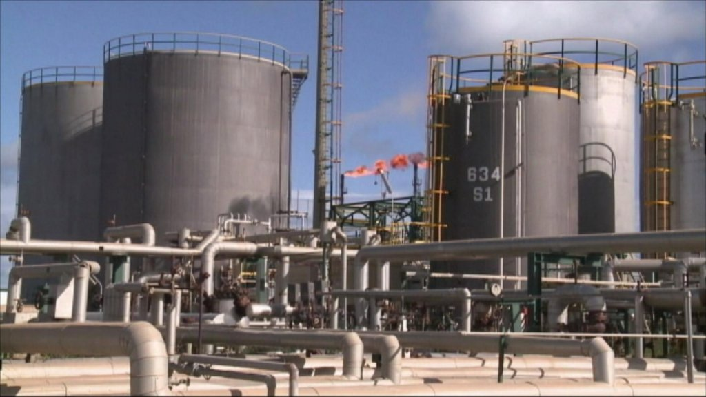 BUSINESS DAILY - Oil price tumbles to lowest level of year