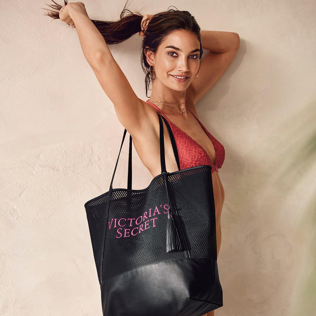 Yet ANOTHER reason to shop the new collection—FREE tote when you spend $85! ???????????????? https://t.co/TSl57Kplsf https://t.co/LwDq8plj6k